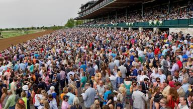 Keeneland racing crowd
